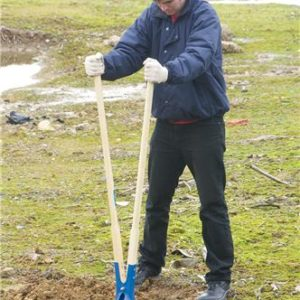 product picture of Silverline GT41 Post Hole Digger 1560mm in use 2