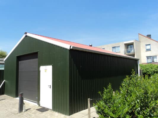 picture of commercial rainwater installed to metal barn